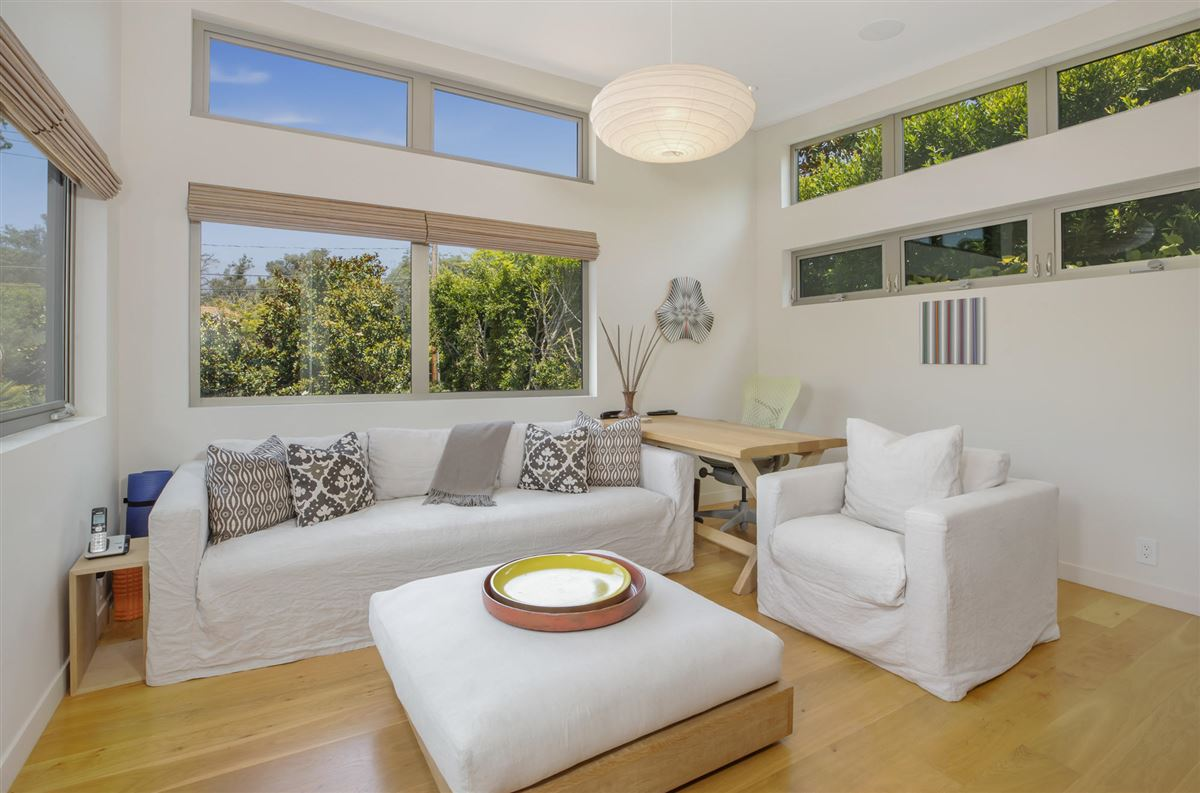 Luxury properties Sleek and distinctive modern retreat