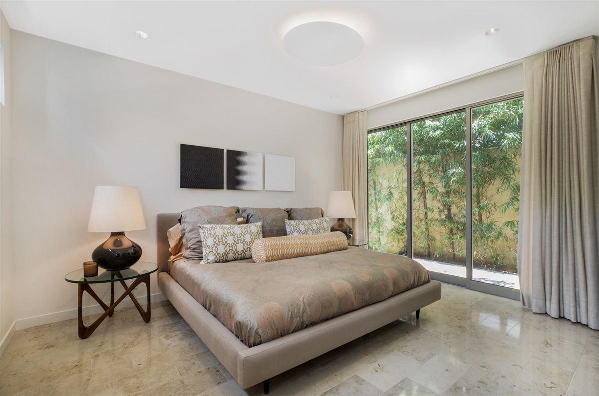Luxury homes Sleek and distinctive modern retreat