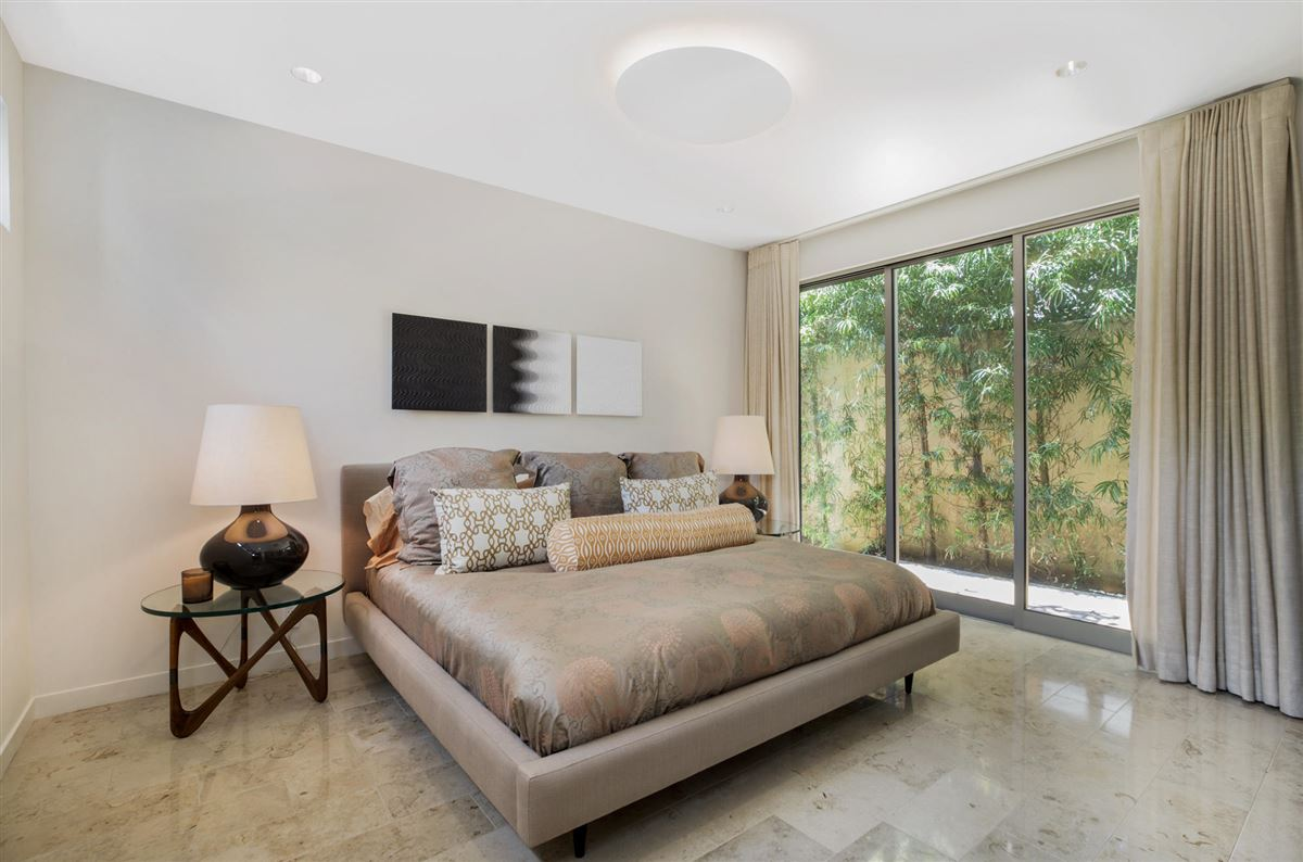 Mansions in Sleek and distinctive modern retreat