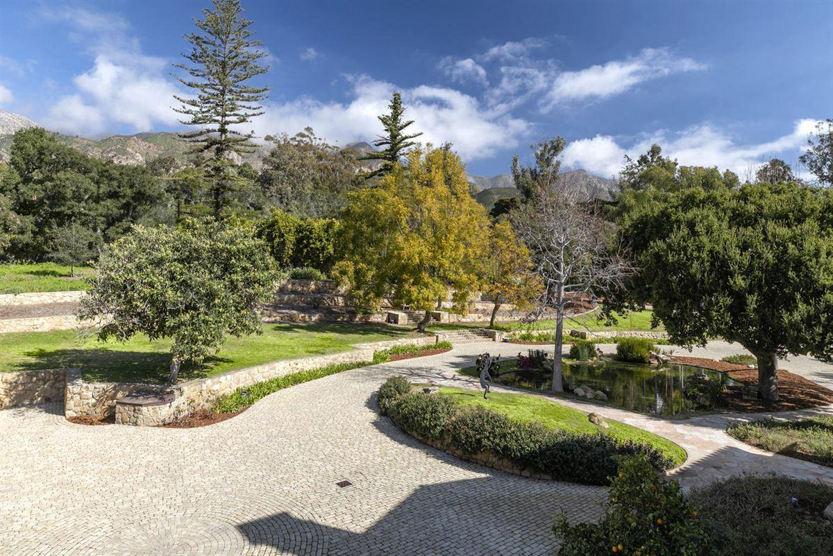 Luxury homes La Manzanita Estate