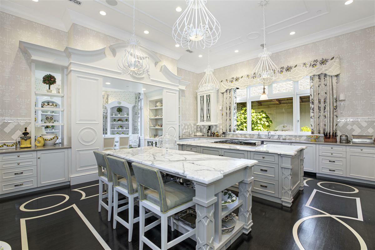 Luxury homes in Mira Vista