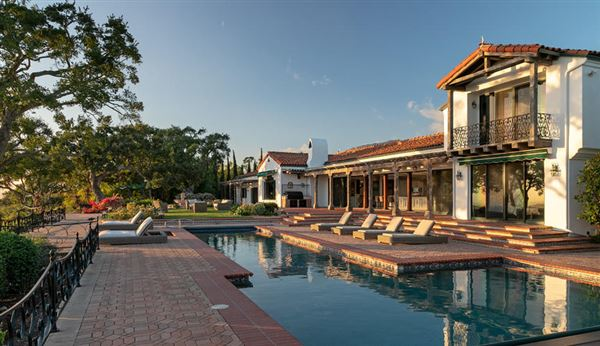 Mansions in remarkable and rare Riviera jewel