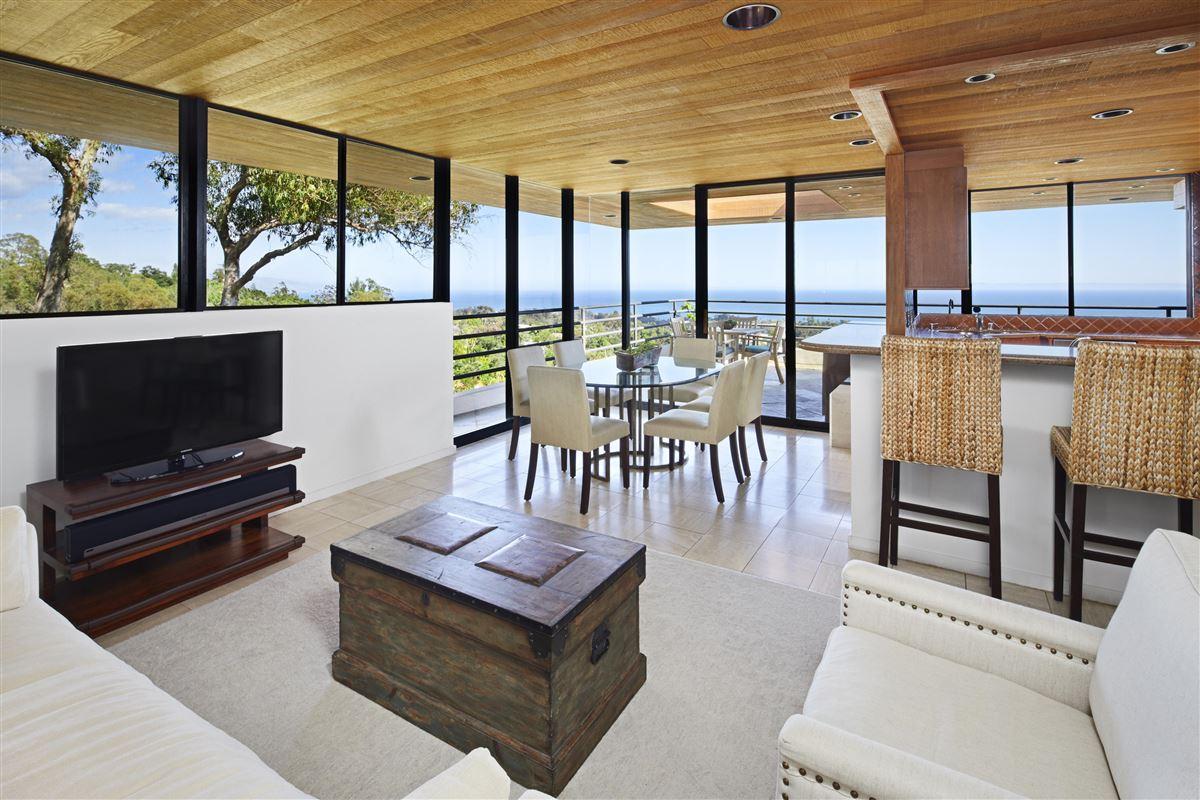 Casa Bene - commanding knoll-top property luxury real estate
