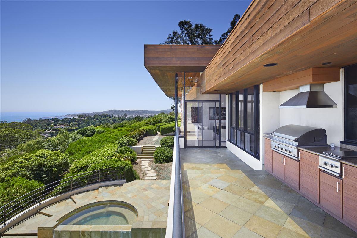 Luxury homes Casa Bene - commanding knoll-top property