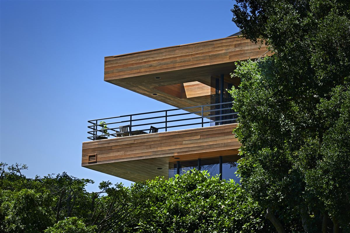 Casa Bene - commanding knoll-top property luxury homes