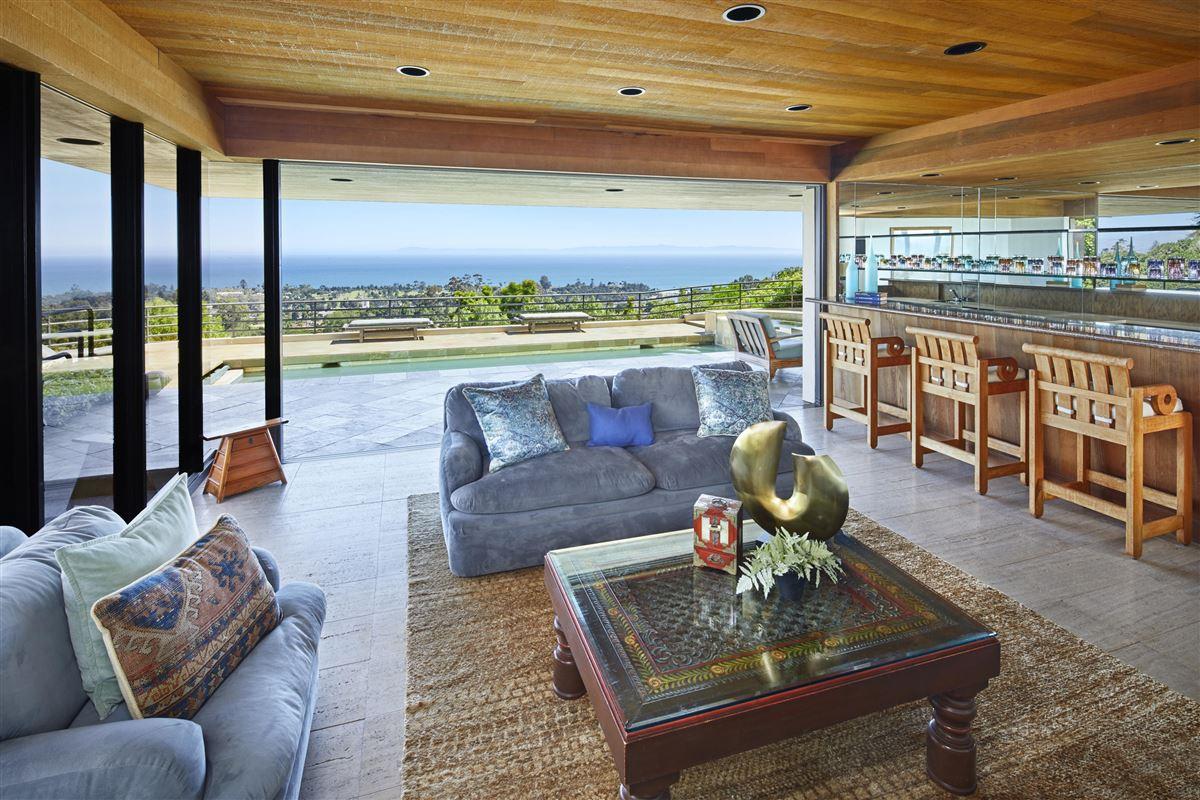 Casa Bene - commanding knoll-top property luxury properties