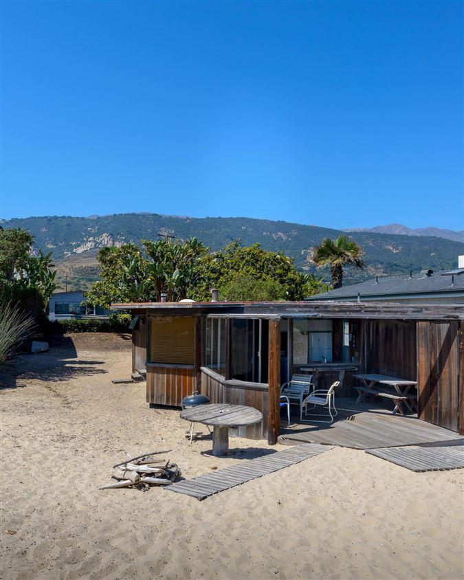 Luxury homes cozy beachfront cottage