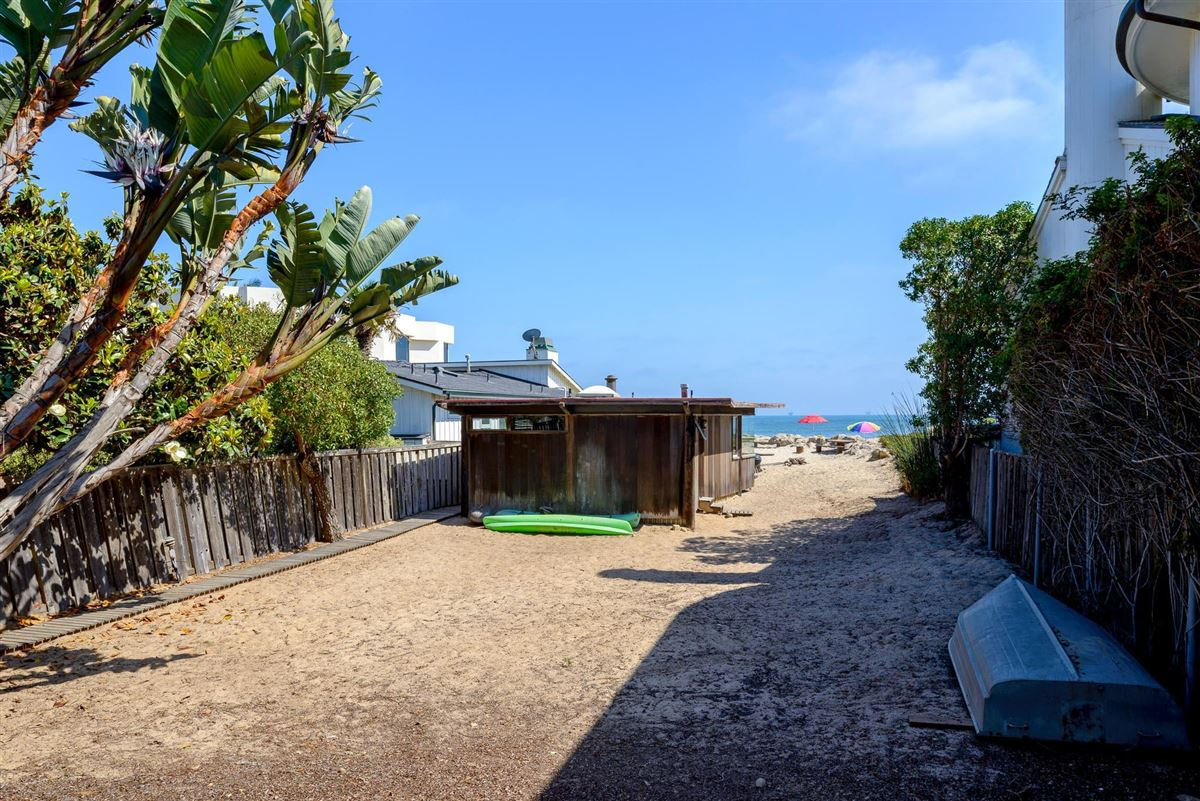 Luxury real estate cozy beachfront cottage