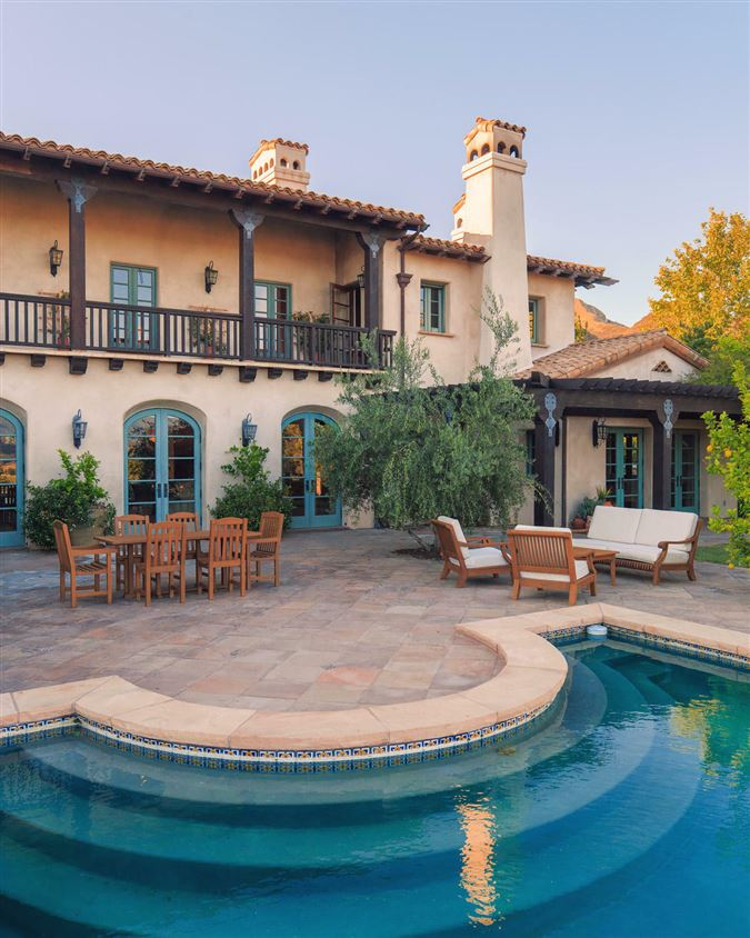 Luxury homes in Figueroa Farms