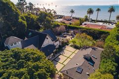 Mansions in the best of the beach