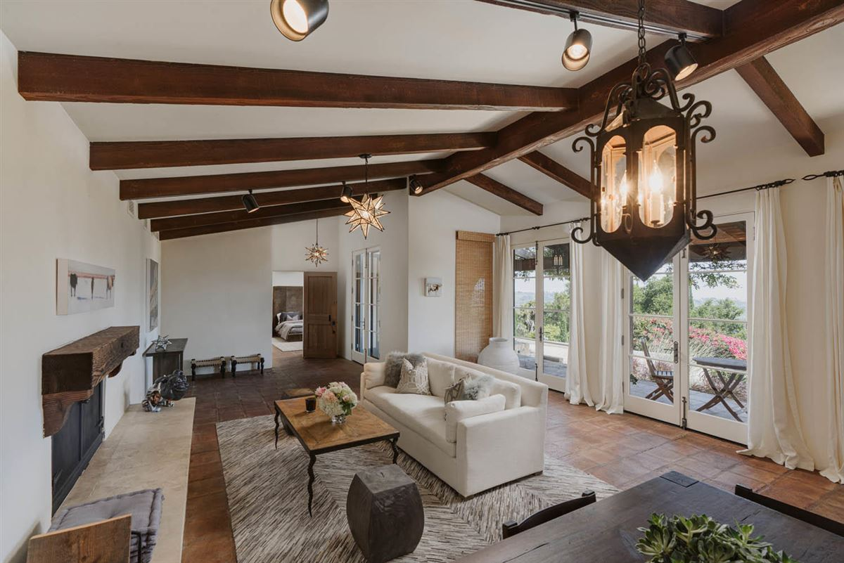 gorgeous estate with Incredible ocean views luxury real estate