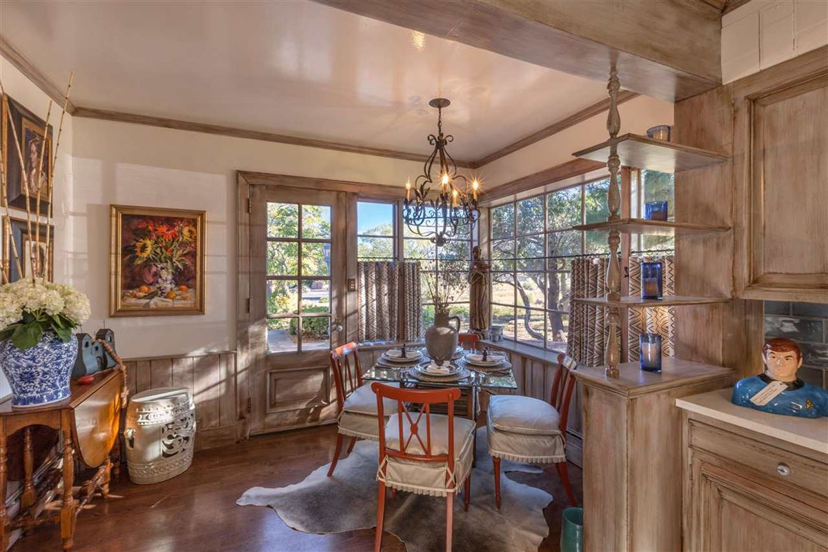 Luxury real estate remarkable home and guest house in Santa Fe