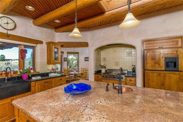 Luxury homes huge acreage with sparkling views