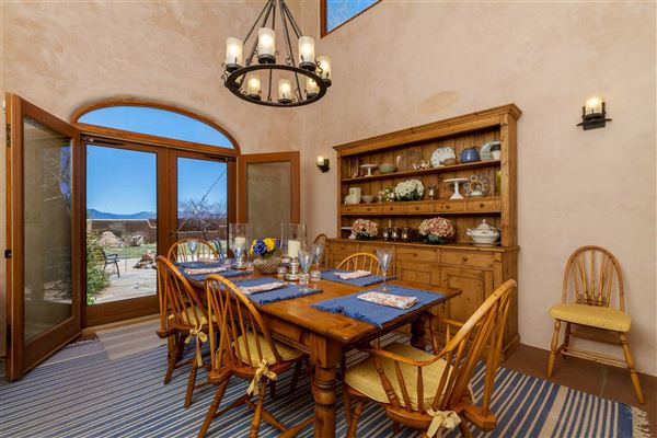 Luxury homes in huge acreage with sparkling views