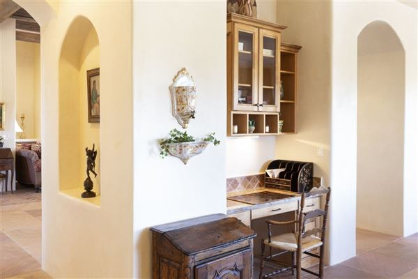 Mansions single level custom-built home