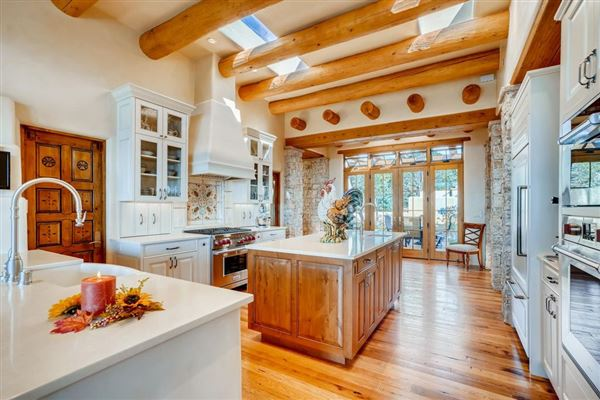 Luxury homes in award-winning SANTA FE home in premier High Summit