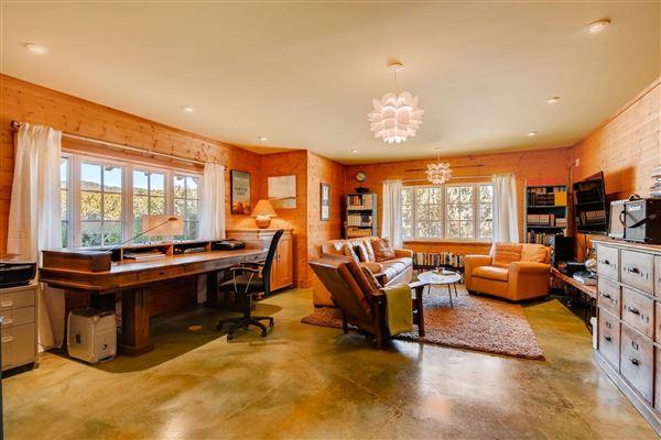 gracious five-plus acre retreat mansions