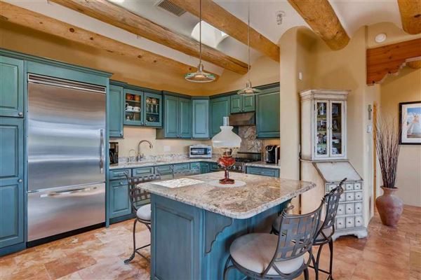 Luxury properties gracious home in Turquoise Trails