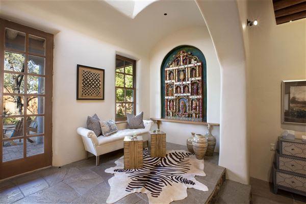 Luxury homes a sleepy Eastside lane in santa fe