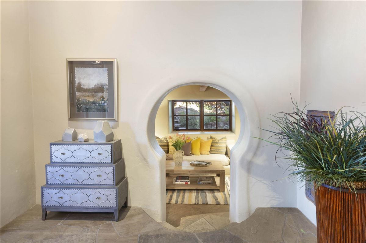 a sleepy Eastside lane in santa fe luxury homes