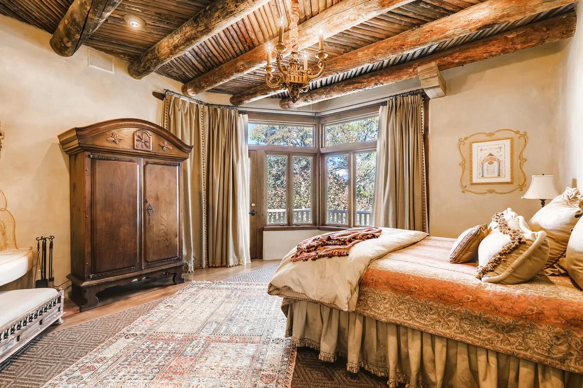 Casa Contenta mansions