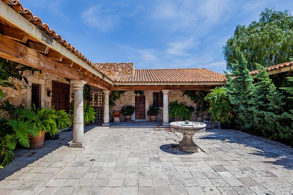 CASA LA LOMA luxury properties