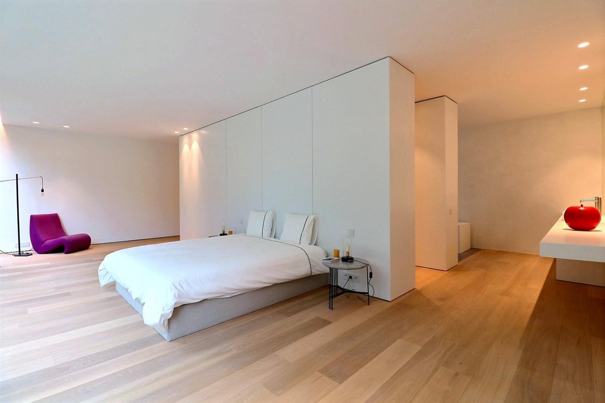 Luxury homes Luxurious contemporary villa