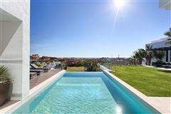 Luxury properties Newly built contemporary quality villa