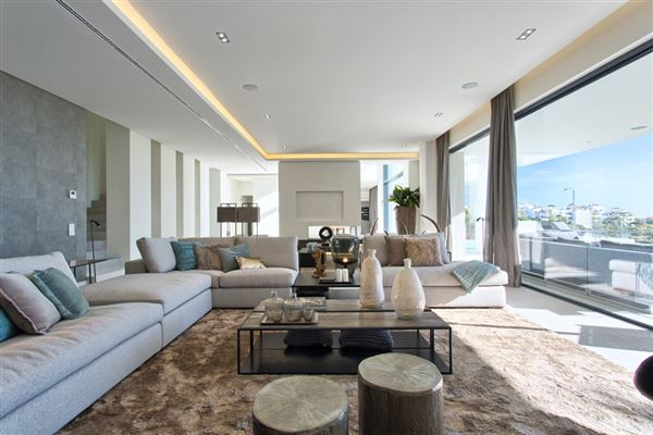 Luxury homes Newly built contemporary quality villa