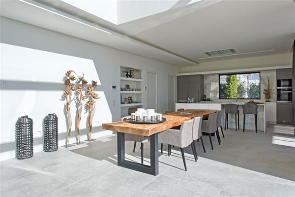 Newly built contemporary quality villa luxury homes