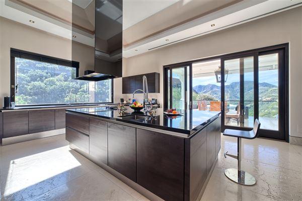Mansions Contemporary quality villa in La Zagaleta