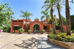 top quality traditional villa luxury properties