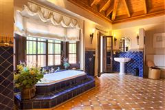 Luxury properties top quality traditional villa