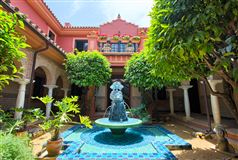 Luxury homes in top quality traditional villa