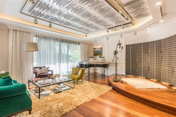 Luxury real estate Elegant contemporary villa in Spain