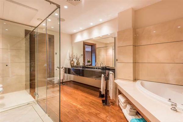 Mansions Elegant contemporary villa in Spain
