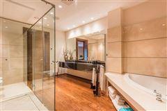 Luxury properties Elegant contemporary villa in Spain
