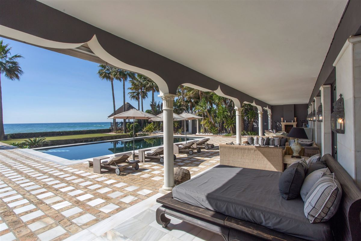 Luxury real estate superb frontline beach mansion