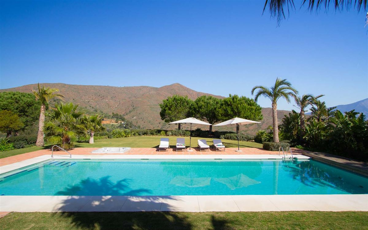 Luxury homes magnificent villa boasts peace and tranquility