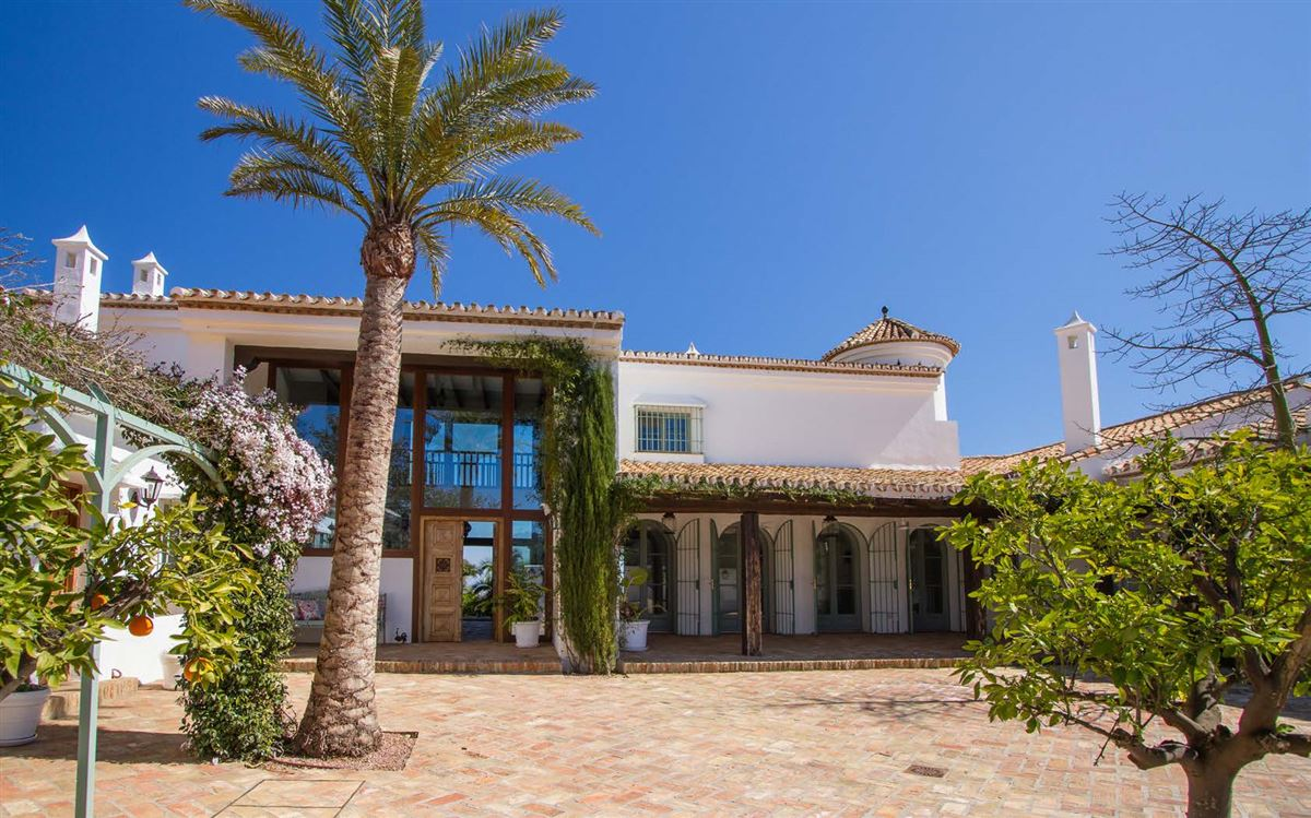 magnificent villa boasts peace and tranquility luxury homes