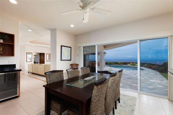 Luxury properties single-level residence in Kona Vistas