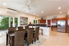 Luxury real estate single-level residence in Kona Vistas