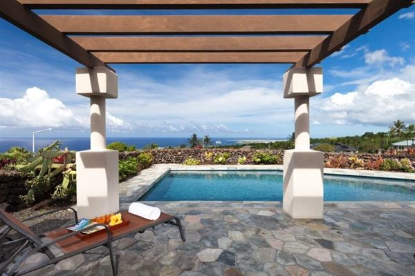 single-level residence in Kona Vistas mansions