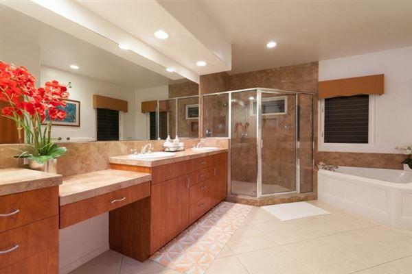 Luxury homes in single-level residence in Kona Vistas