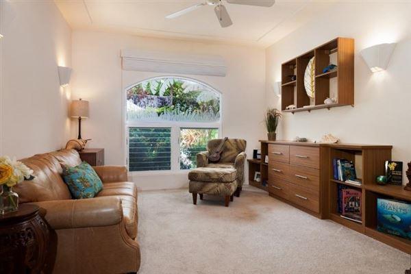 Mansions in single-level residence in Kona Vistas