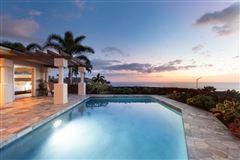 single-level residence in Kona Vistas luxury homes