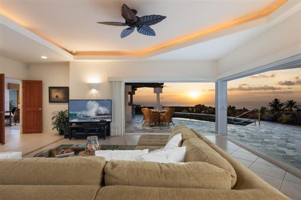 single-level residence in Kona Vistas luxury properties