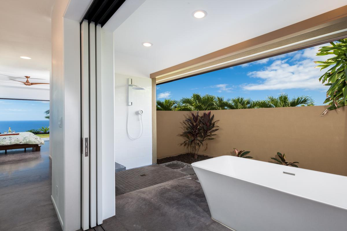 Luxury homes in Contemporary Luxury in Bayview Estates