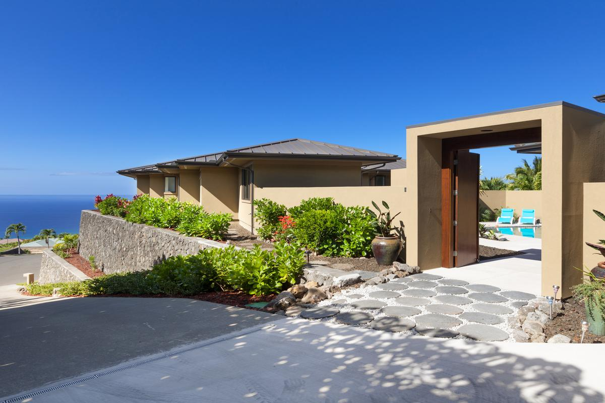 Luxury properties Contemporary Luxury in Bayview Estates