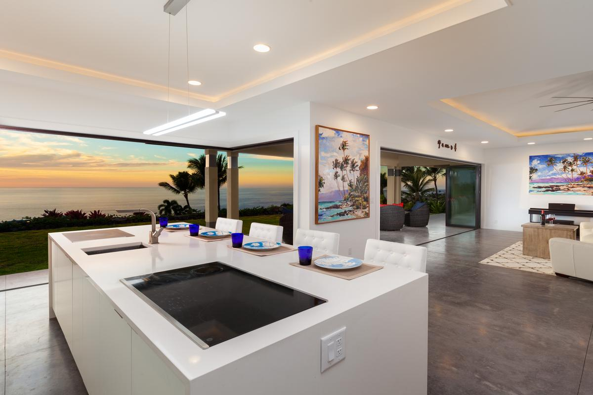 Luxury homes Contemporary Luxury in Bayview Estates